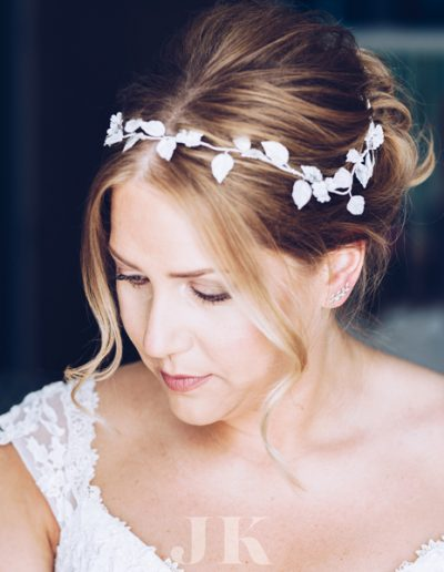 Sonia wore a bespoke version of the 'Jasmine' hair vine in a mix of handmade leaves and florals in a white and silver finish.  Image www.josephkinerman.co.uk/